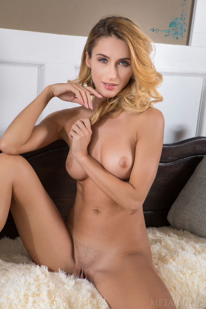 Cara Mell This Stunner Is All Long Legs And Fantastic Tits Metartdb Com