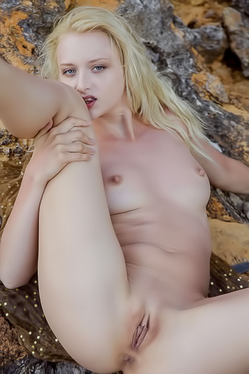 Climbing on the rocks naked then spreading wide open