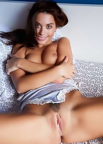 Babe with an electric smile and very tight, pretty pussy