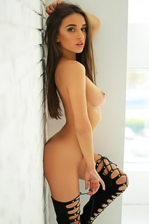 Sexy Naked Chick Sofie